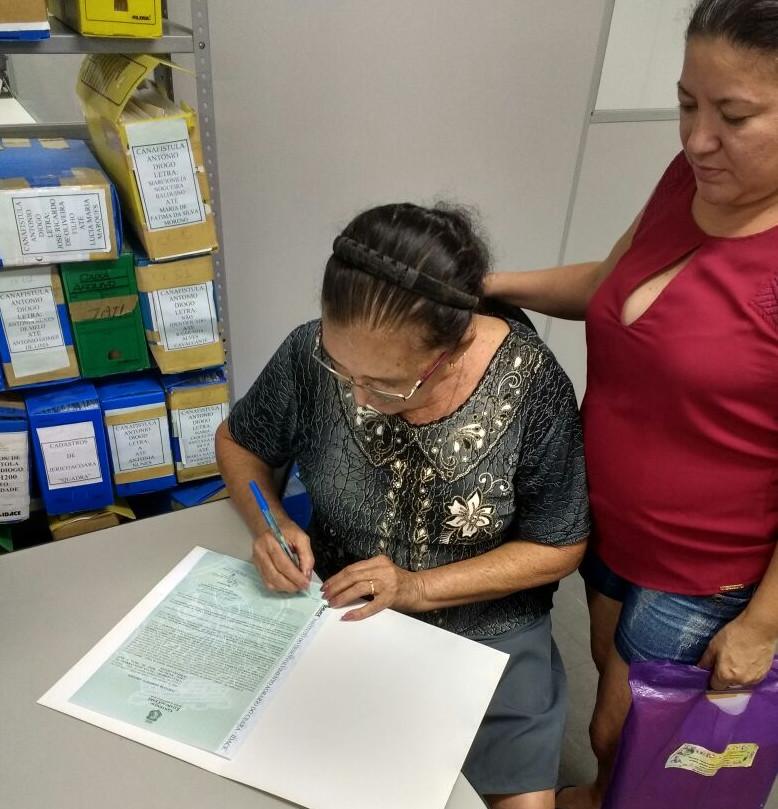 Dona Tereza assina seu título