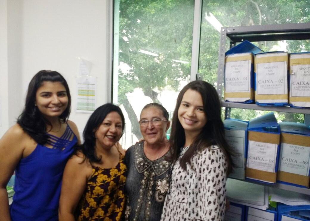 Dona Tereza Chaves e equipe do setor de titulação