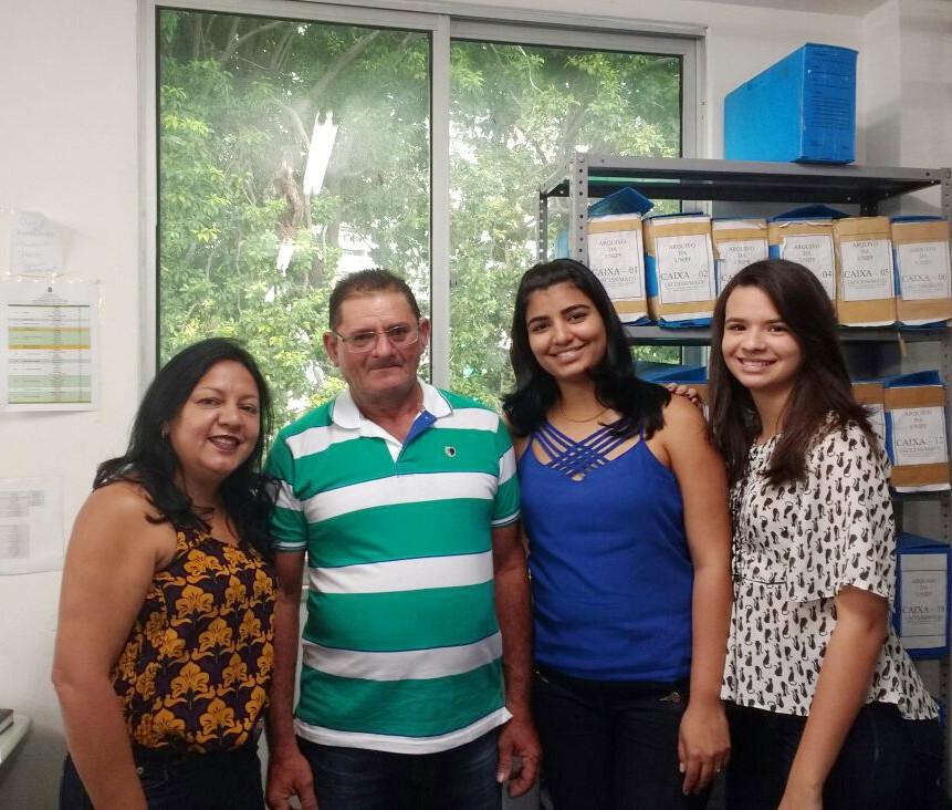 Seu João Maia e equipe do setor de titulação