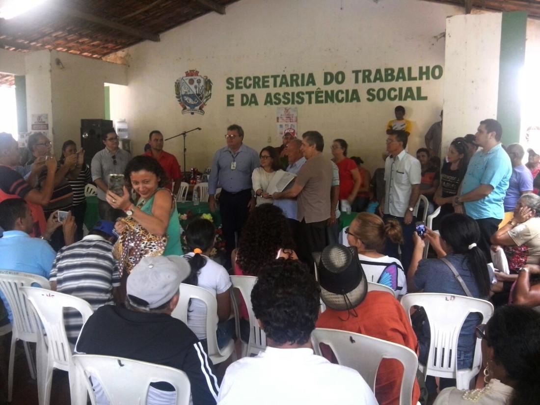 Entrega de títulos em Pacujá e Santana do Aracau