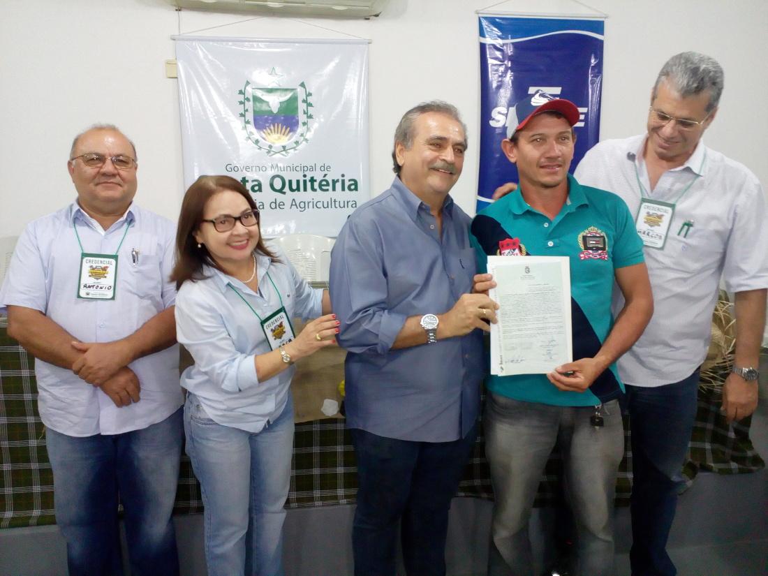 Idace entrega 152 títulos de terra em Santa Quitéria