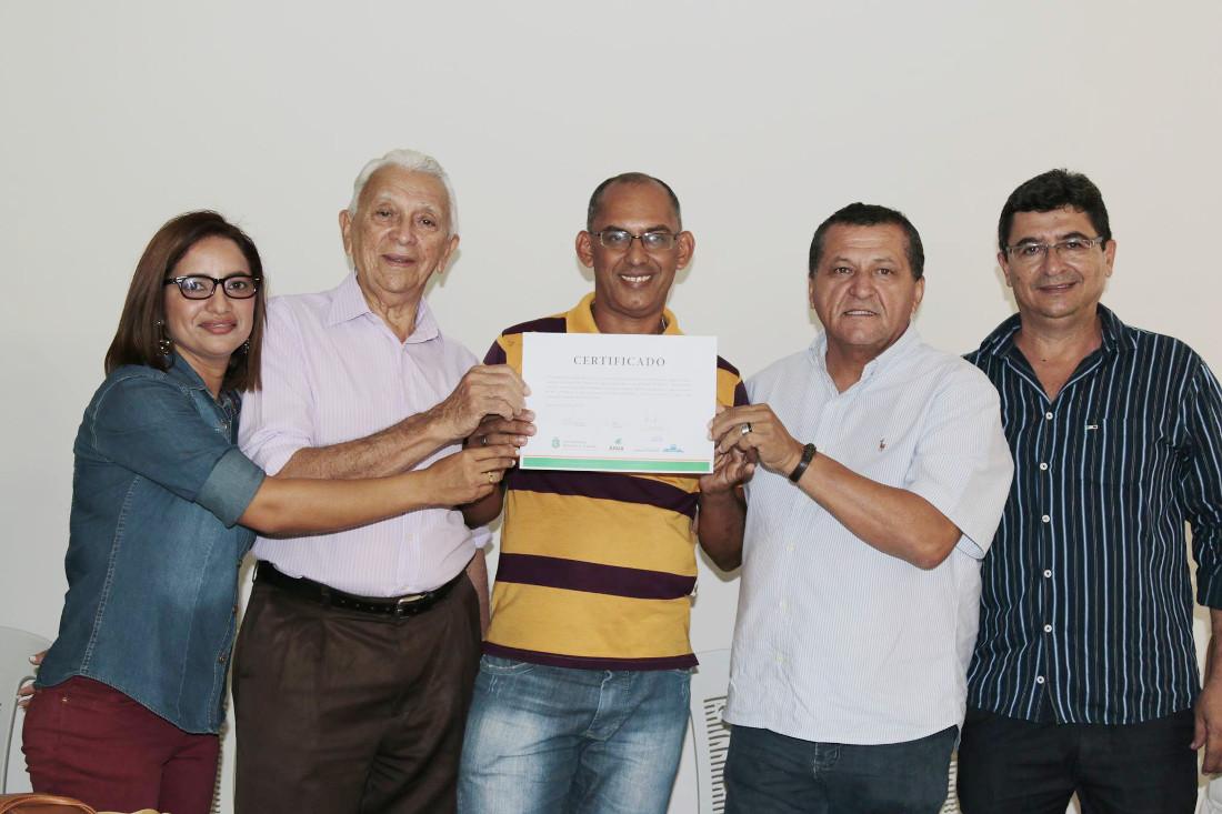 Agricultores de Paramoti recebem projetos importantes do Governo do Ceará