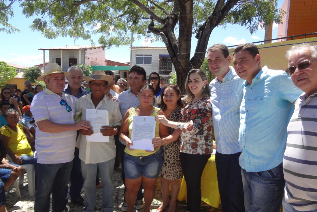 Caridade festeja emancipação política com entrega de títulos