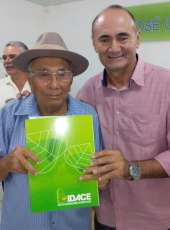 Superintendente do IDACE entrega 95 títulos da terra em Potiretama