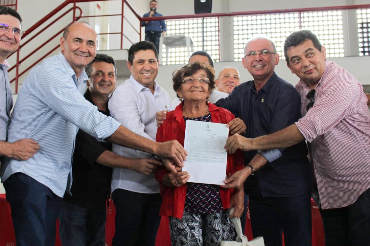 Entrega de títulos de terra reúne agricultores e agriculturas familiares, em Independência