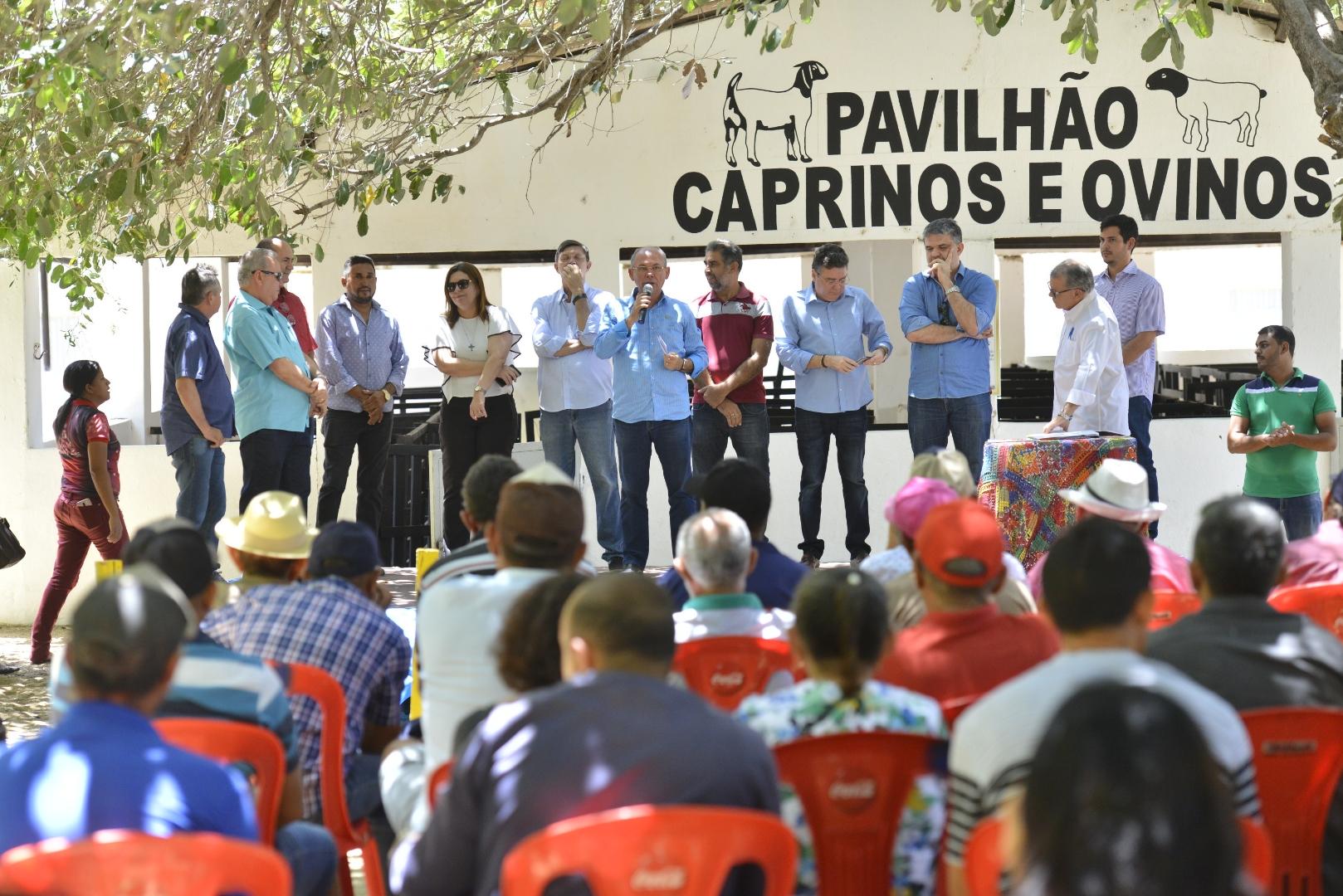 Governo do Ceará entrega 373 títulos de terra em Jaguaribe