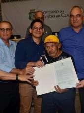 Mais de 700 agricultores familiares de Itapipoca recebem o título de terra