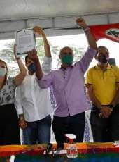 Governo do Ceará faz entrega de imóvel rural a famílias da Fazenda Besouro, em Crateús