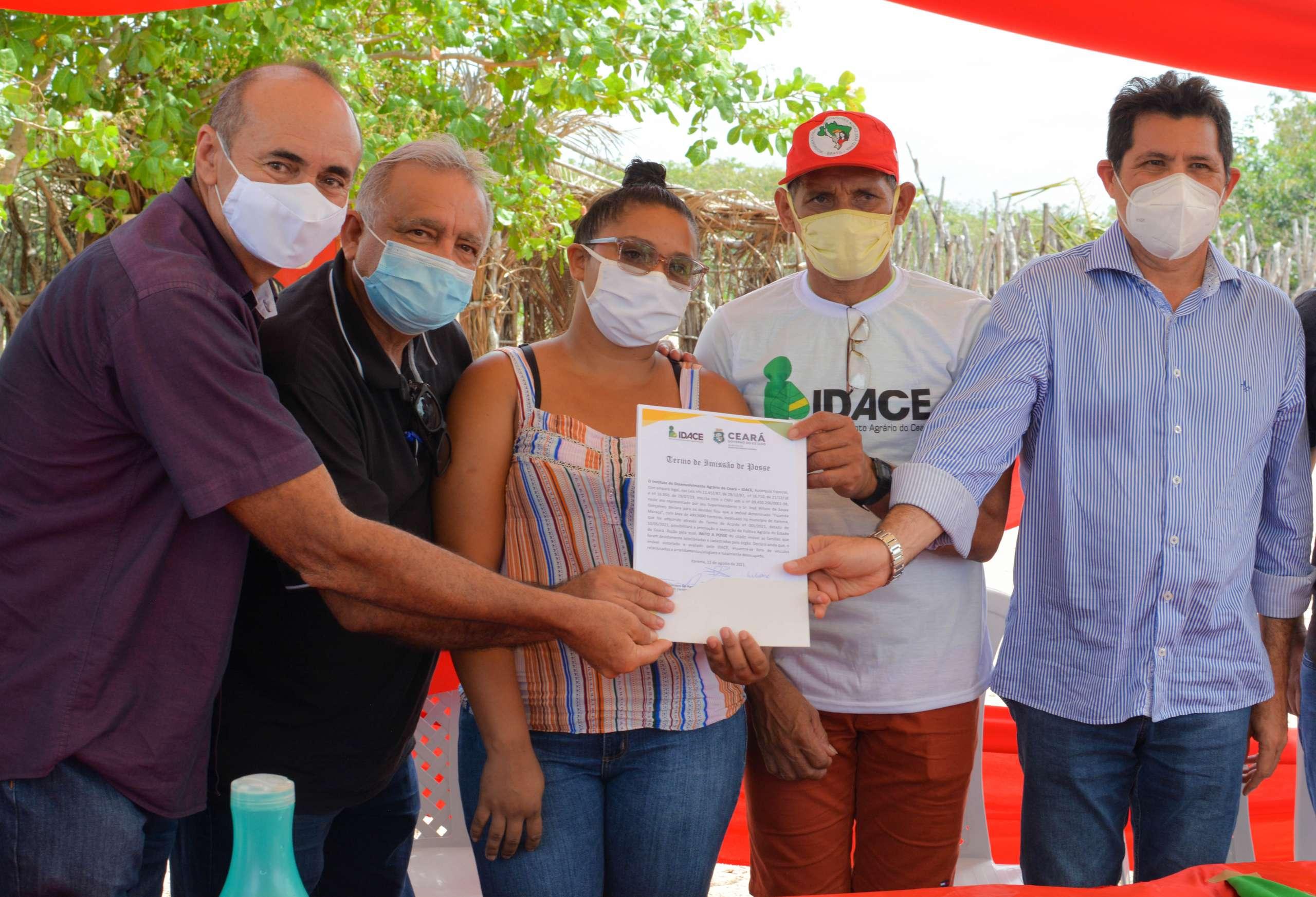 20 famílias de Itarema recebem a imissão de posse na terra.