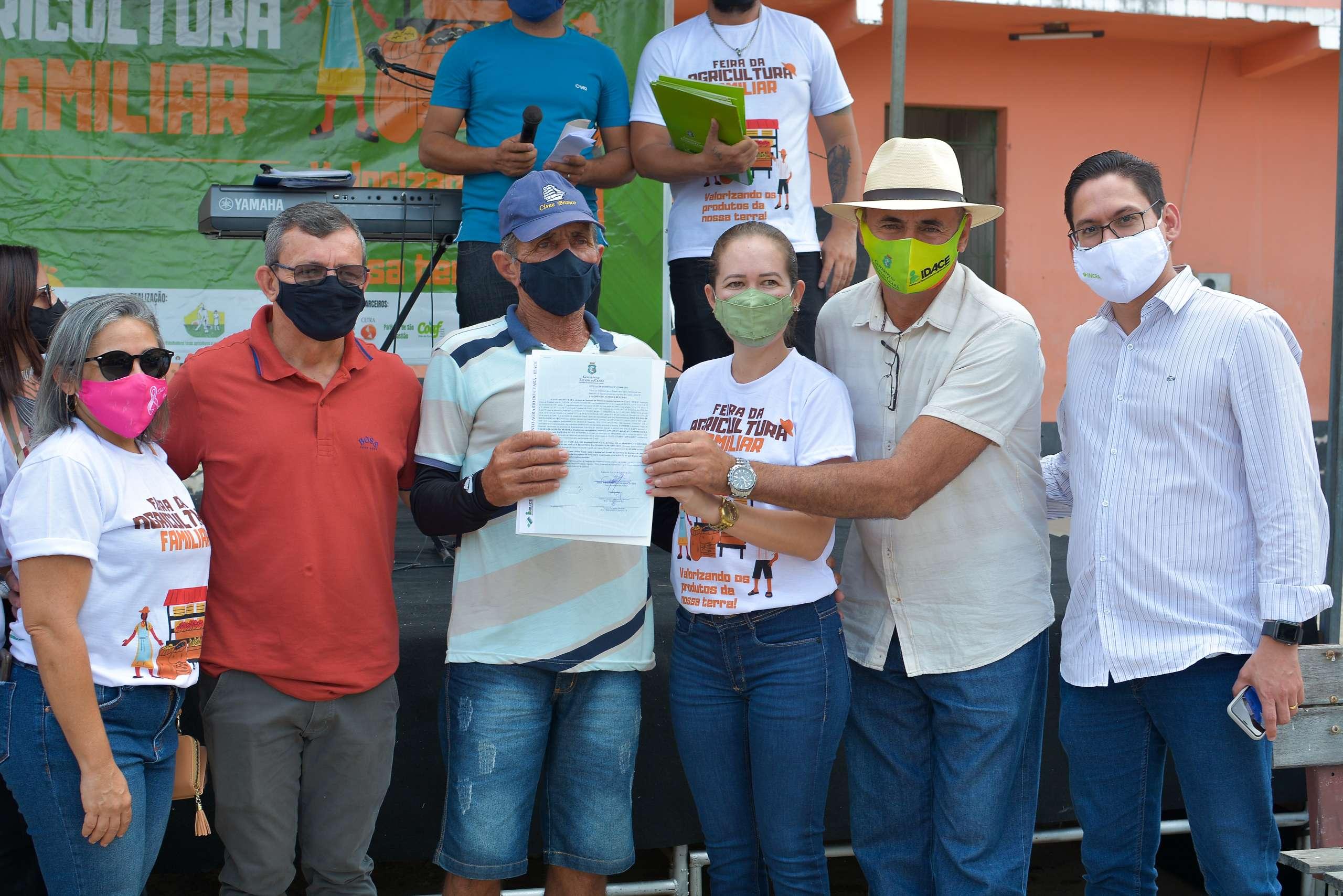 Idace entrega 149 títulos de propriedade rural em Apuiarés